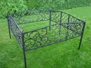 Какую выбрать ограду на могилу