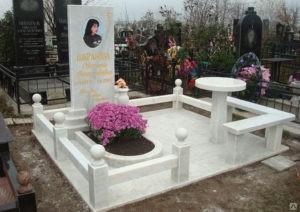 Через какое время ставят памятник на могилу после похорон: когда лучше, традиции и нормы
