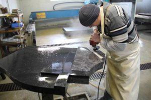 Как выбрать гранитную мастерскую и заказать памятник в Челябинске