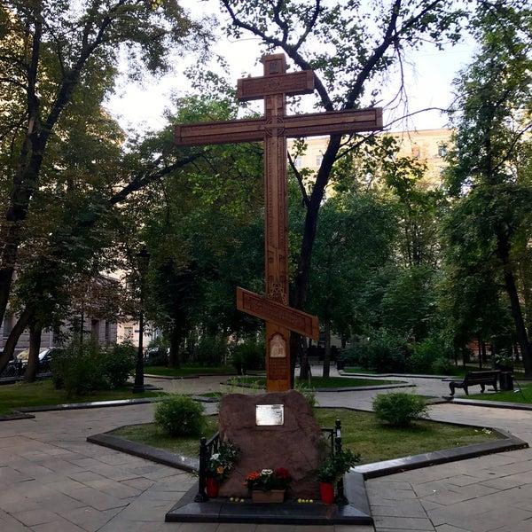Крест или памятник: Что выбрать?